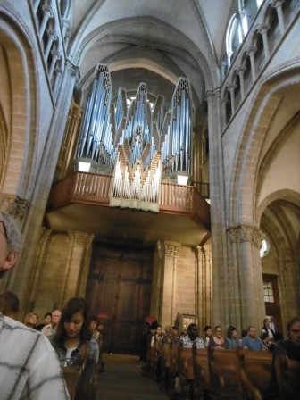 P1050984_grand_orgue_de_la_cathedrale.jpg